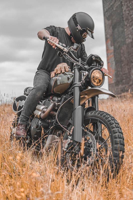 Riding Triumph Scrambler 1200