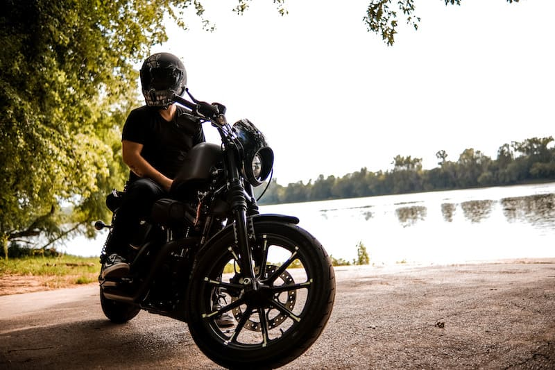 Harley Davidson Iron 883 parked