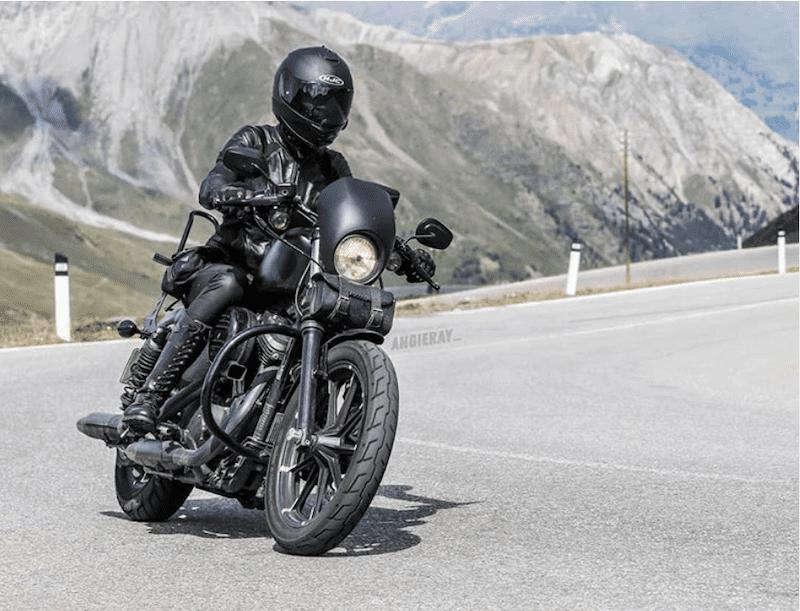 Harley Davidson Sportster 883R driving